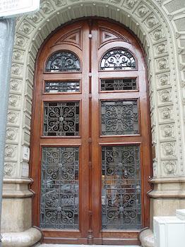 Avui una porta nostra, de Barcelona.