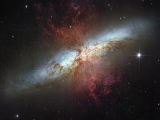 Где рождаются звезды - галактика Messier 82