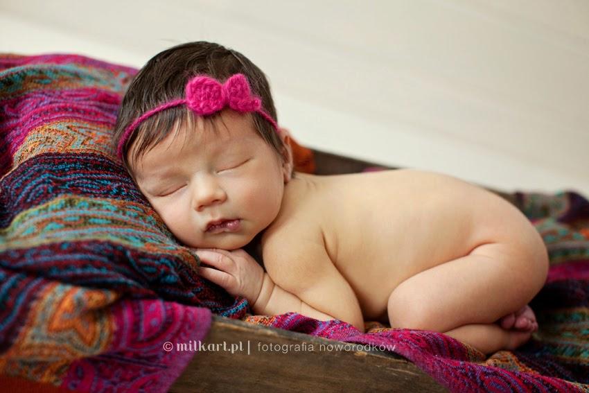 fotografia noworodków, zdjęcia niemowląt w poznaniu, sesje foto dla maluszków, fotograf noworodkowy, studio milkart