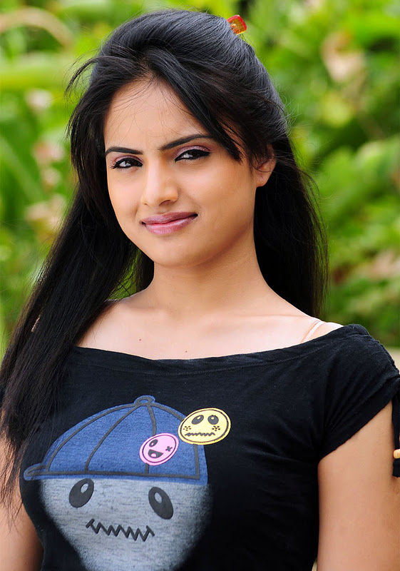 "Telugu Actress ""Ritu Kaur"" Hot Photos"
