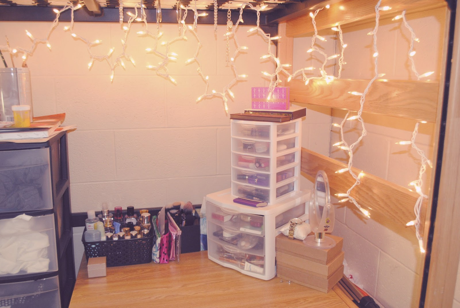College Dorm Life  Decorations & Ideas  The Belle Diaries ~ 211154_Dorm Room Girly Ideas