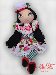 Cloth art doll handmade by NatalKa Creations. Künstlerpuppe handgemacht von NatalKa Creations.