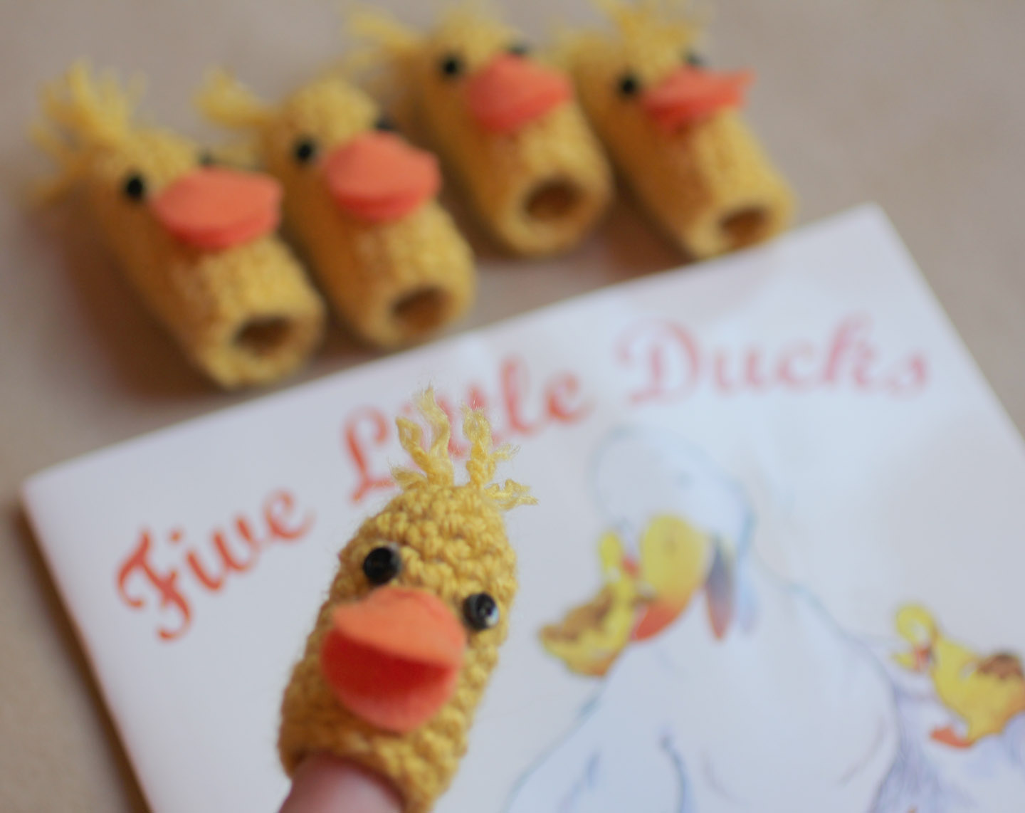 how to make a duck puppet