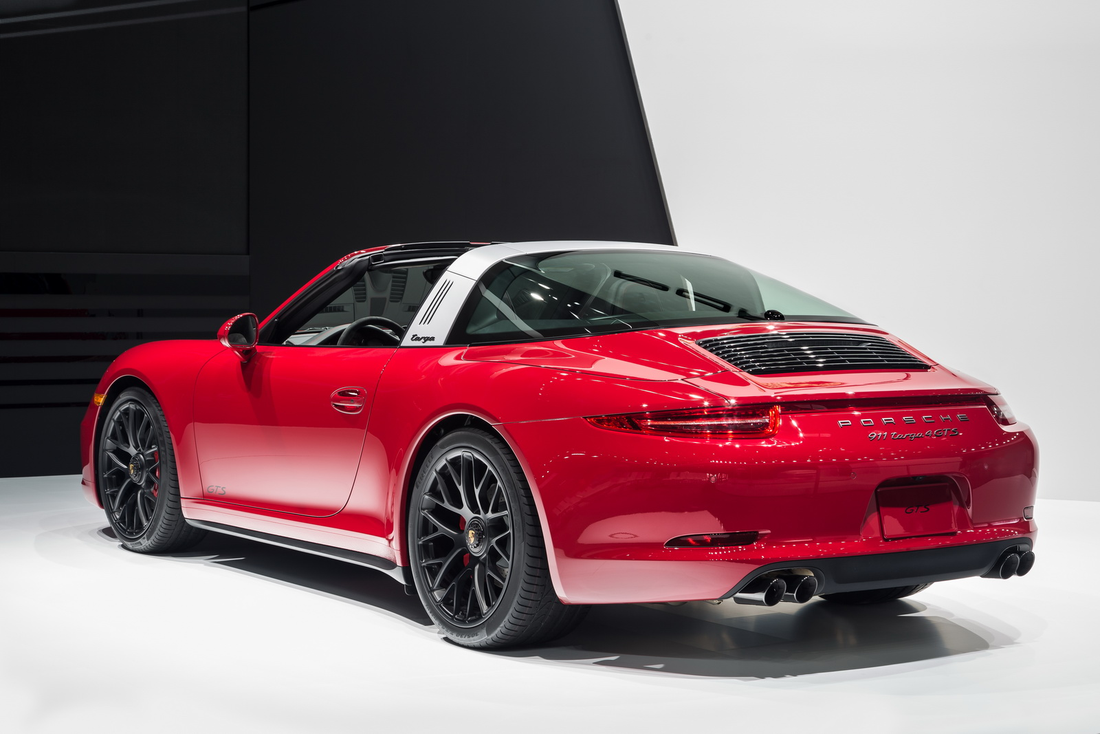 porsche 911 targa 4 gts world premiere at 2015 naias. Black Bedroom Furniture Sets. Home Design Ideas