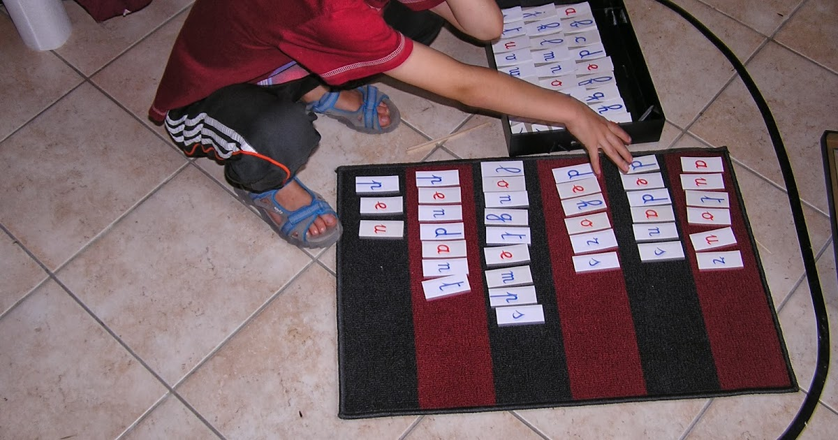 Montessori la maison apprendre les mots invariables for Apprendre le yoga a la maison