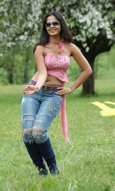 anushka shetty hot cleavage navel bikini photos   indian actress wallpapers photos and movie stills