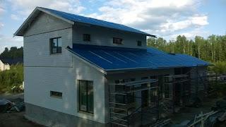 Passiivi talo on nyt pystytetty ja meillä on seinät ja katto