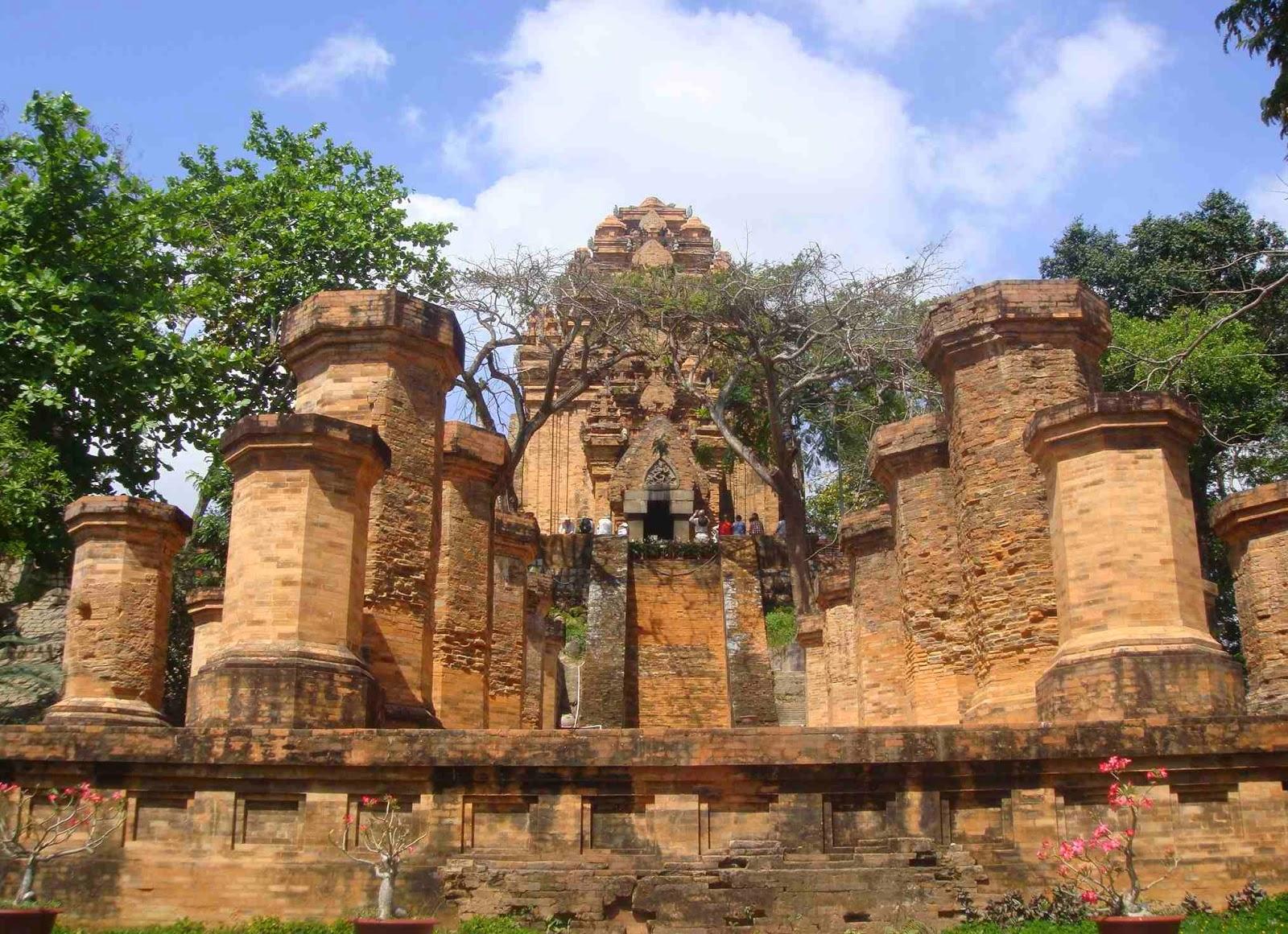 """Résultat de recherche d'images pour """"photos sanctuaire Po Nagar"""""""