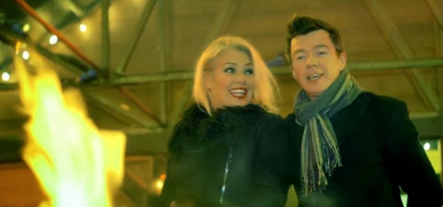 VIDEOCLIP NOU KIM WILDE melodie noua YOUTUBE Craciun iarna blog cover hit clip WINTER WONDERLAND VIDEO RICK ASTLEY