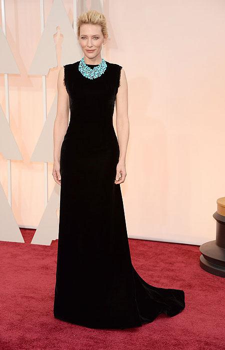 Кейт Бланшет в черна рокля с тюркоазено колие на Оскари 2015
