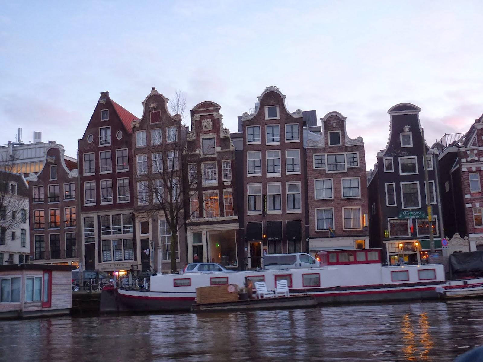 tindomerel dans le port d amsterdam y a des fran 231 aises qui g 232 lent