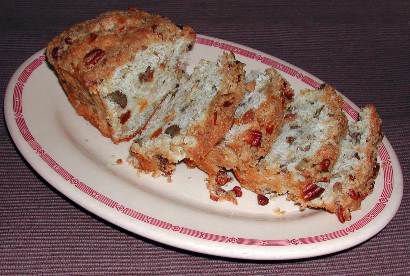 The Iowa Housewife: Apple Pie Bread