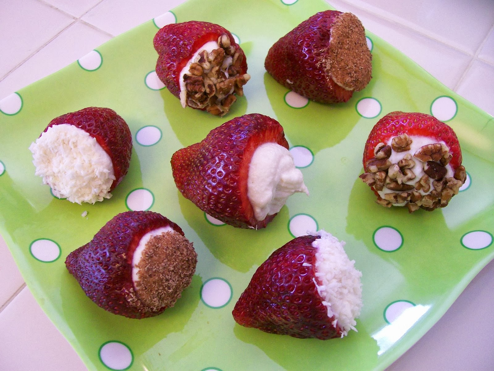 http://theworldaccordingtoeggface.blogspot.com/2009/06/strawberry-cannoli.html