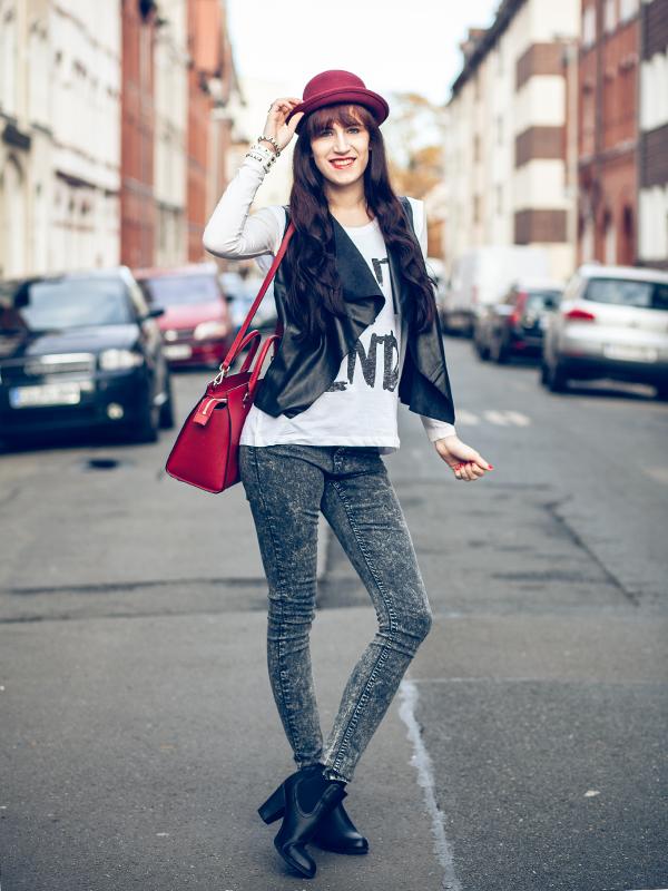 Bild Outfit Cheap-Monday-Acid-Jeans-Michael-Kors-Lederweste-2nddayshirt-Printshirt-Bowler-Hat