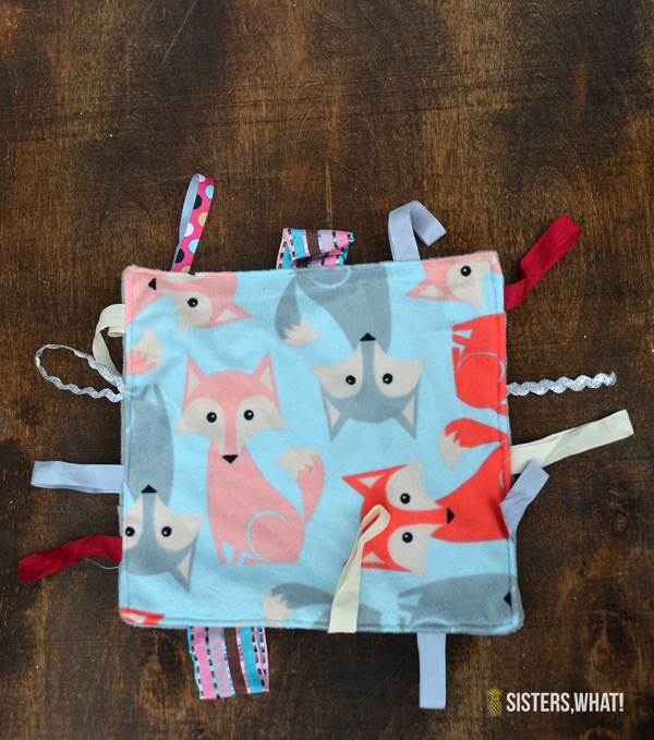 DIY baby tag blanket tutorial- with baby wipes plastic inside to give it some fun crunching noise.