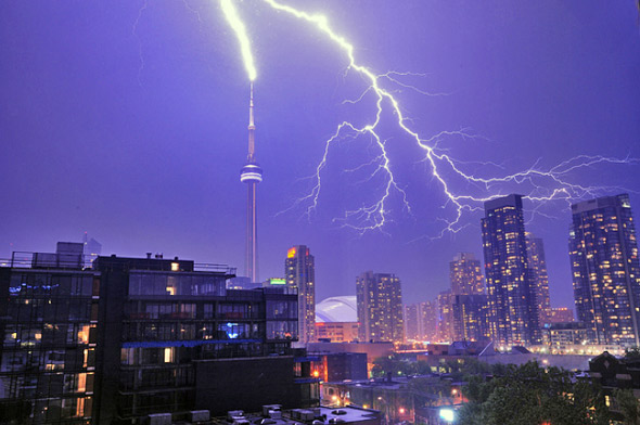 This Picture Of The Lightning Striking CN Tower Is Well More Photos Storm At BlogTO