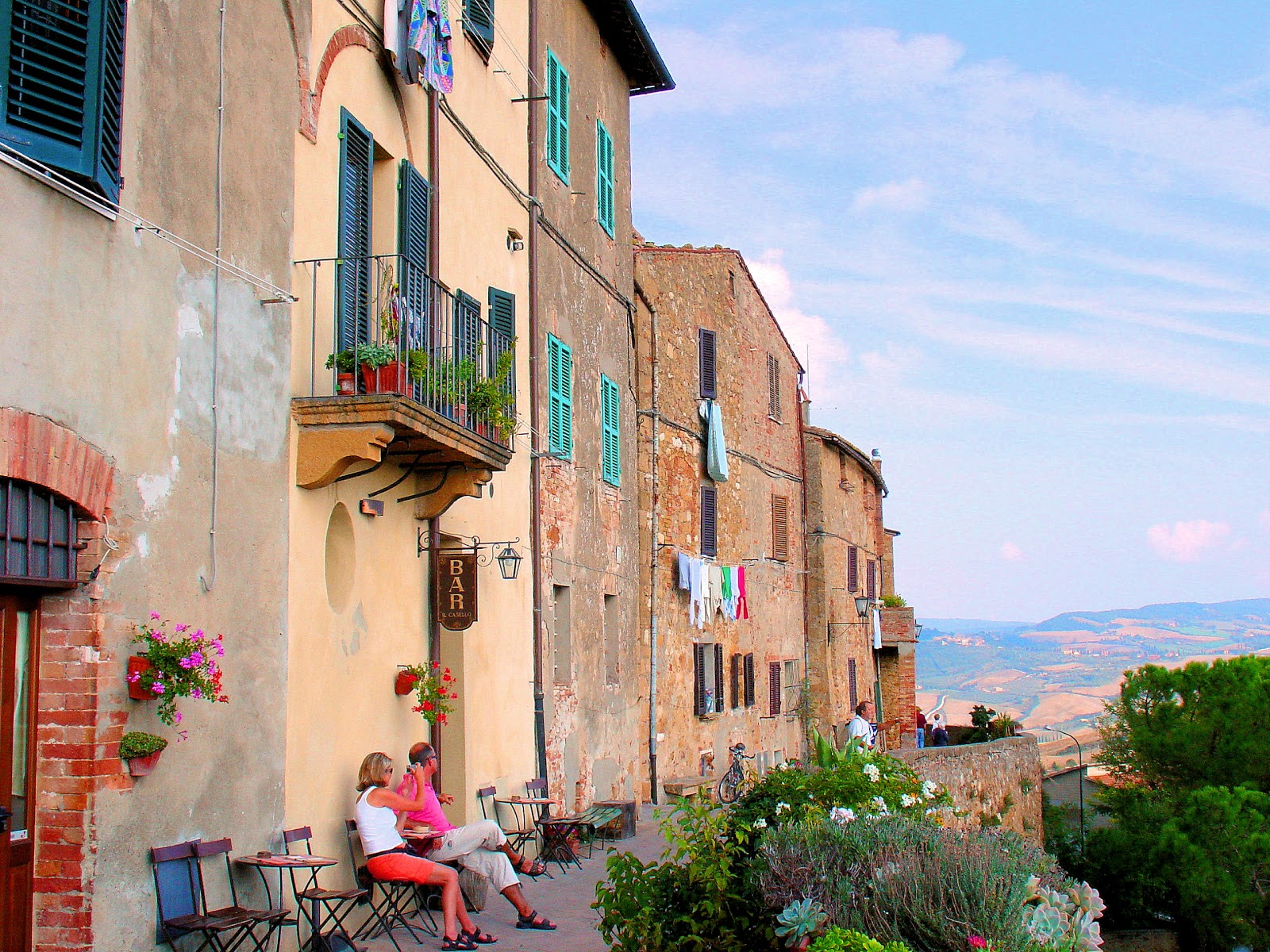 Pienza Italy  city photo : Charming hilltop town of Pienza in Tuscany, Italy, offers spectacular ...