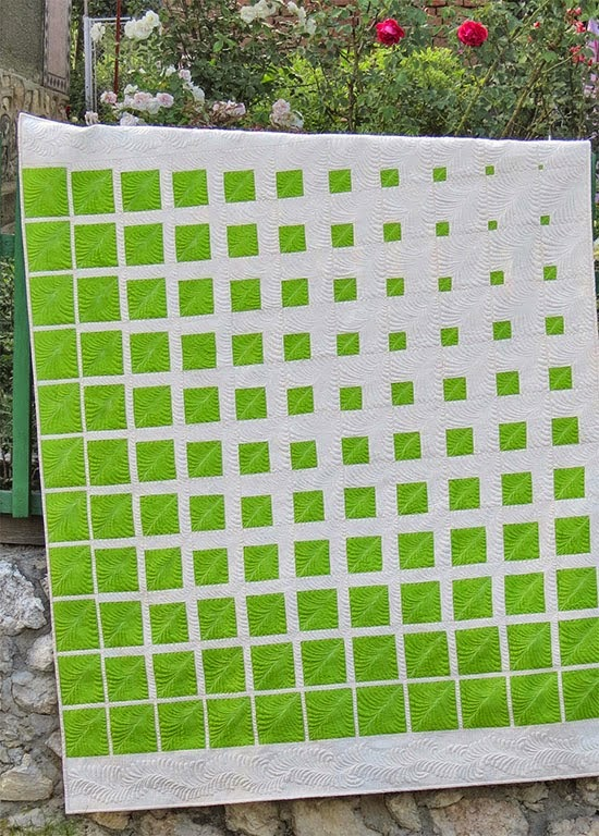 http://www.cadouri-din-inima.blogspot.ro/2014/09/my-new-two-color-quilt-and-pattern.html