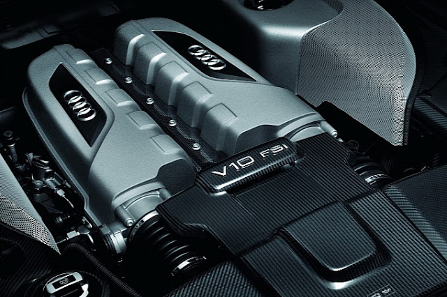 2013_Audi_R8_Facelift_V10_FSI_Engine