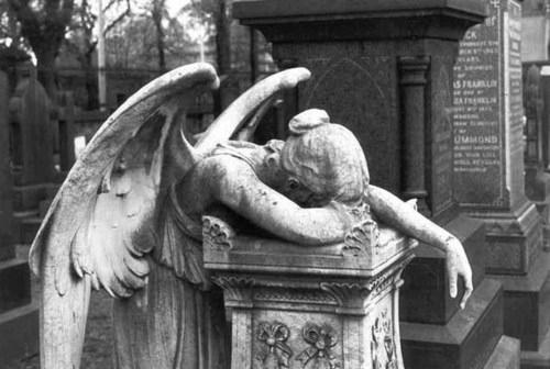 http://3.bp.blogspot.com/-BwRbPRGBZG8/TvsIXcLXygI/AAAAAAAAAYM/r_rICLGcfiQ/s1600/angel-bampw-black-and-white-cemetery-gothic-graveyard-Favim.com-42201.jpg