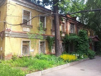 Большая Серпуховская 27с4. Лабораторное здание рядом с бывшей Солодовниковской богадельней. Год постройки - 1890.