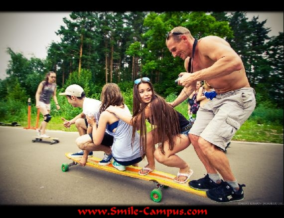 Smile Campus - Girls Skaters Photo