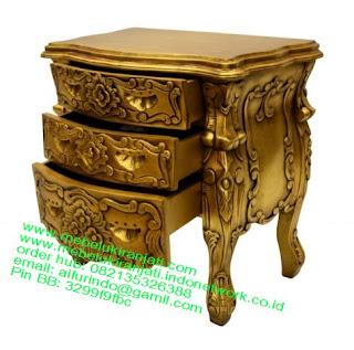 Mebel jepara mebel jati jepara mebel jati ukiran jepara nakas jati ukir klasik cat duco classic furniture jati jepara code NKSJ 14 nakas jati klasik cat gold leaf