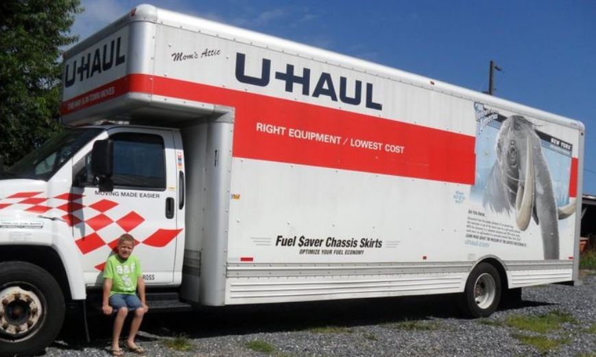 Long distance moving is a cinch when you choose to use a truck rental to transport your things to your new home.