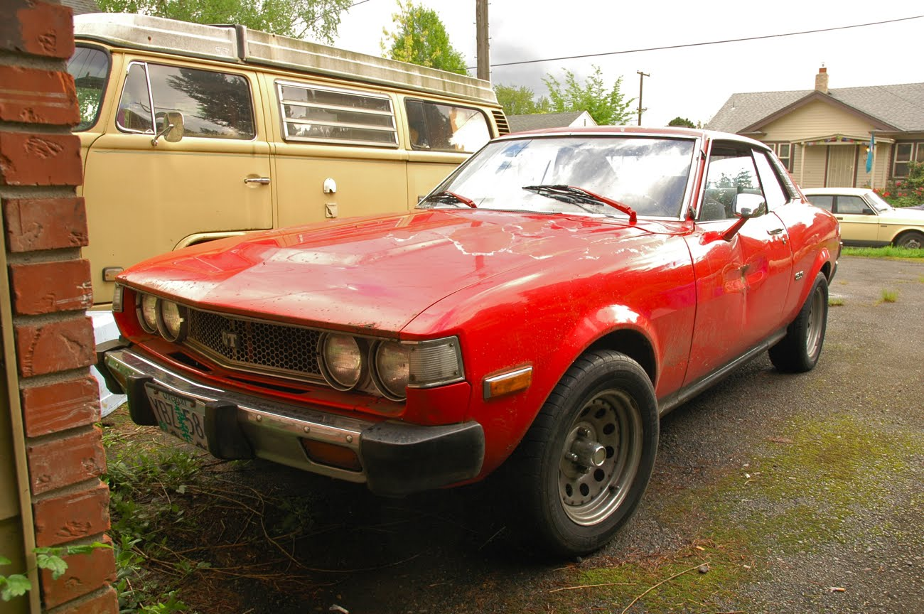 http://3.bp.blogspot.com/-BxElepoL-4k/TkdiKUPokRI/AAAAAAAAKRU/onNd9-hcmGY/s1600/1976+76+Toyota+Celica+GT+Hardtop+Coupe+RA24+20R+Engine+First+Generation+3.jpg