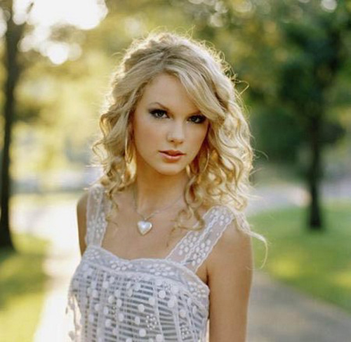Tonikum bayer taylor swift with curly hair singer taylor swift is known to have beautiful curly hair urmus Images