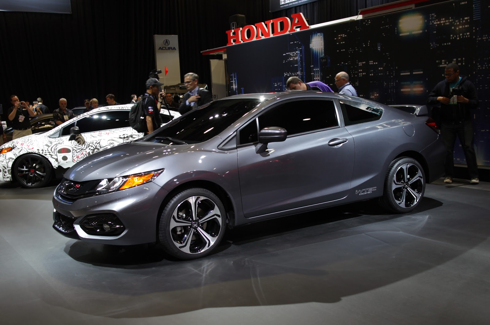 Honda reveals all new 2014 civic si coupe at the montreal international auto show