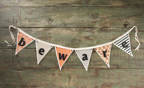 Beware Canvas Banner @craftsavvy @sarahowens #halloween #banner #party #diy
