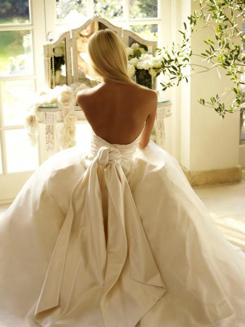 Celebrity gowns backless wedding dress for Wedding dresses the knot