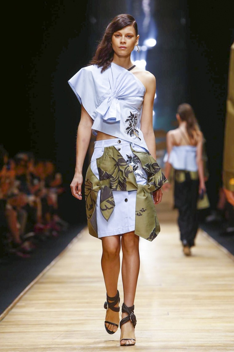 guy-laroche, guy-laroche-ss16, guy-laroche-spring-summer, guy-laroche-spring-summer-2016, guy-laroche-spring, guy-laroche-printemps-eté, guy-laroche-printemps-ete-2016, du-dessin-aux-podiums, dudessinauxpodiums, vintage-look, dress-to-impress, dress-for-less, boho, unique-vintage, alloy-clothing, venus-clothing, la-moda, spring-trends, tendance, tendance-de-mode, blog-de-mode, fashion-blog, blog-mode, mode-paris, paris-mode, fashion-news, designer, fashion-designer, moda-in-pelle, ross-dress-for-less, fashion-magazines, fashion-blogs, mode-a-toi, revista-de-moda, vintage, vintage-definition, vintage-retro, top-fashion, suits-online, blog-de-moda, blog-moda, ropa, asos dresses, blogs-de-moda, dresses, tunique-femme, vetements-femmes, fashion-tops, womens-fashions, vetement-tendance, fashion-dresses, ladies-clothes, robes-de-soiree, robe-bustier, robe-sexy, sexy-dress