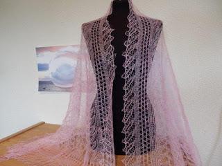 TE KOOP: roze Orenburg shawl ook in lila.