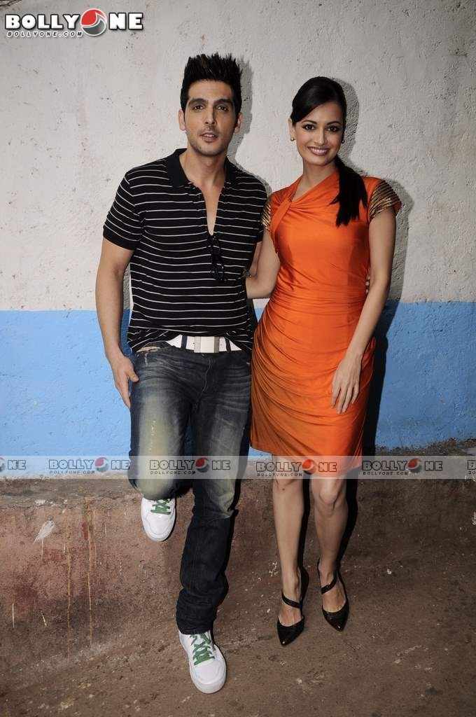 Dia Mirza in Orange Dress on Comedy Circus
