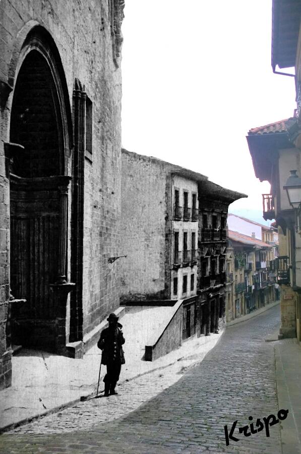 fotografia antigua y nueva de la calle mayor de hondarribia