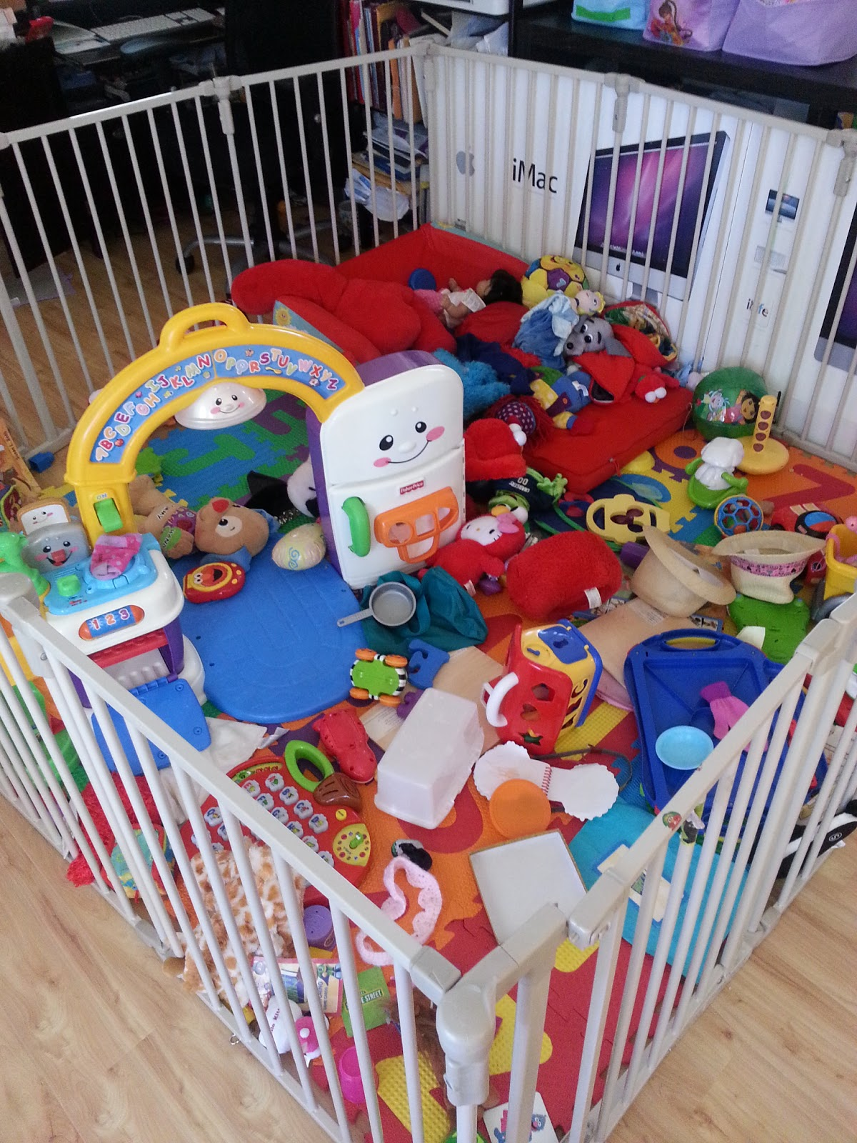Kids mommyneurotic for Kids play area in living room ideas