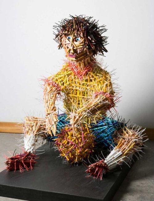 Federico Uribe esculturas lápis Garoto