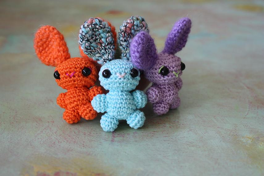 HAPPYAMIGURUMI: crocheted amigurumi bunnies, plenty of colors