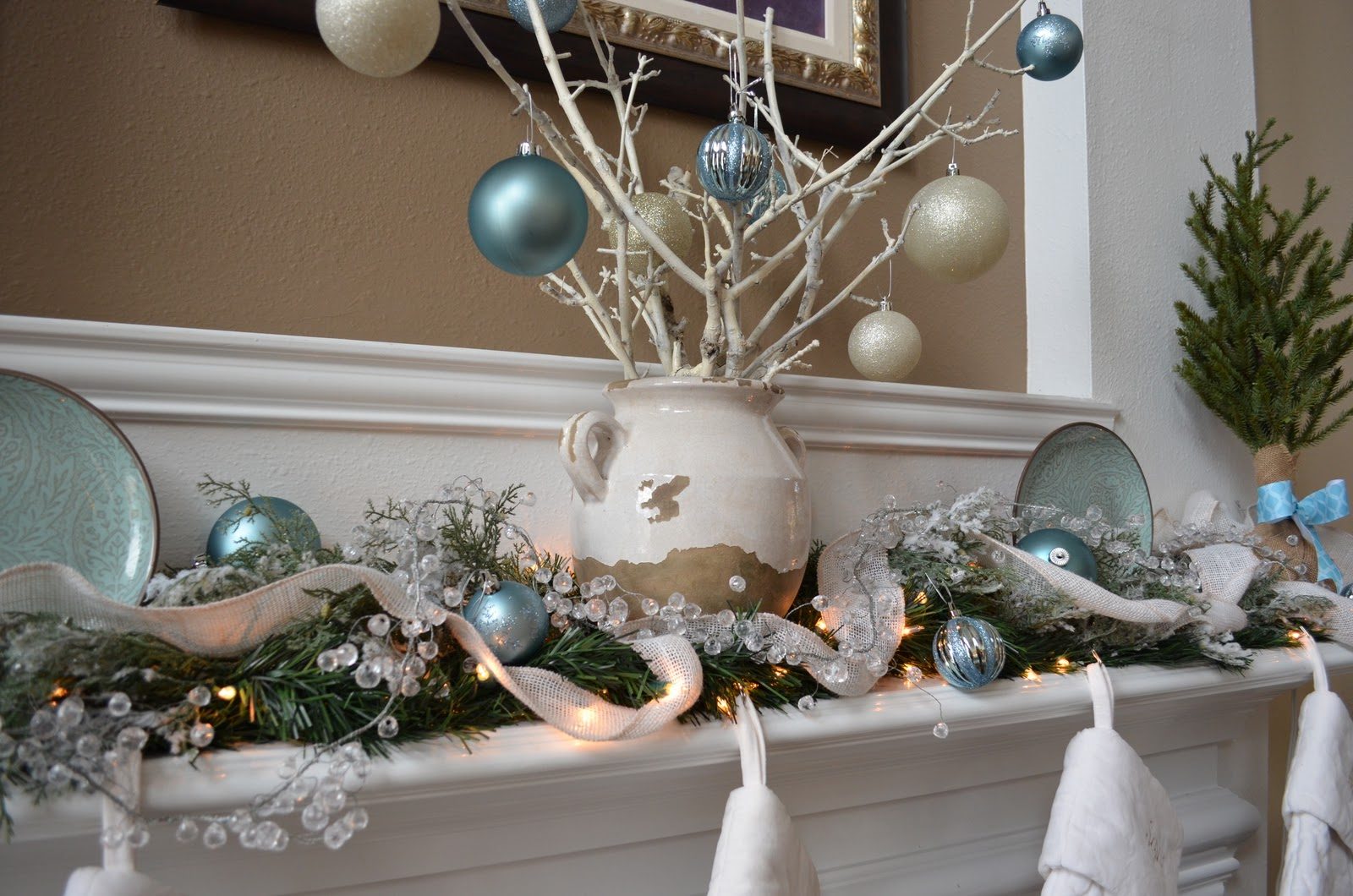 Modern white christmas decor -  Decor Ography