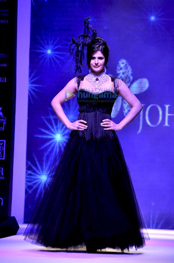 Zarine Khan walks the ramp for Johara at IIJW 2011