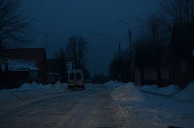 Foto das ruas de Bialowieza a noite