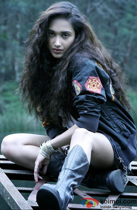 Jiah Khan in film nishabd still
