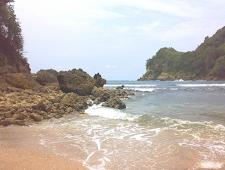 Menikmati Keindahan Pantai Pangi di Blitar Jawa Timur
