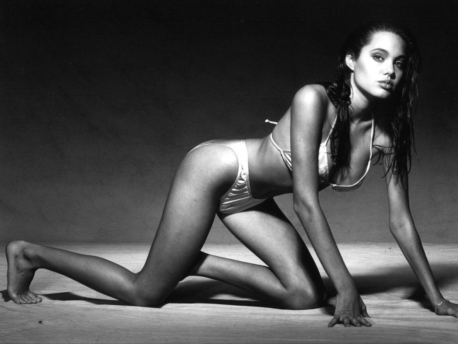 http://3.bp.blogspot.com/-BzTQ7Nr2QVA/TfMeeTevSjI/AAAAAAAACNw/MVPKQy9MX3s/s1600/Angelina+Jolie+%25282%2529.jpg