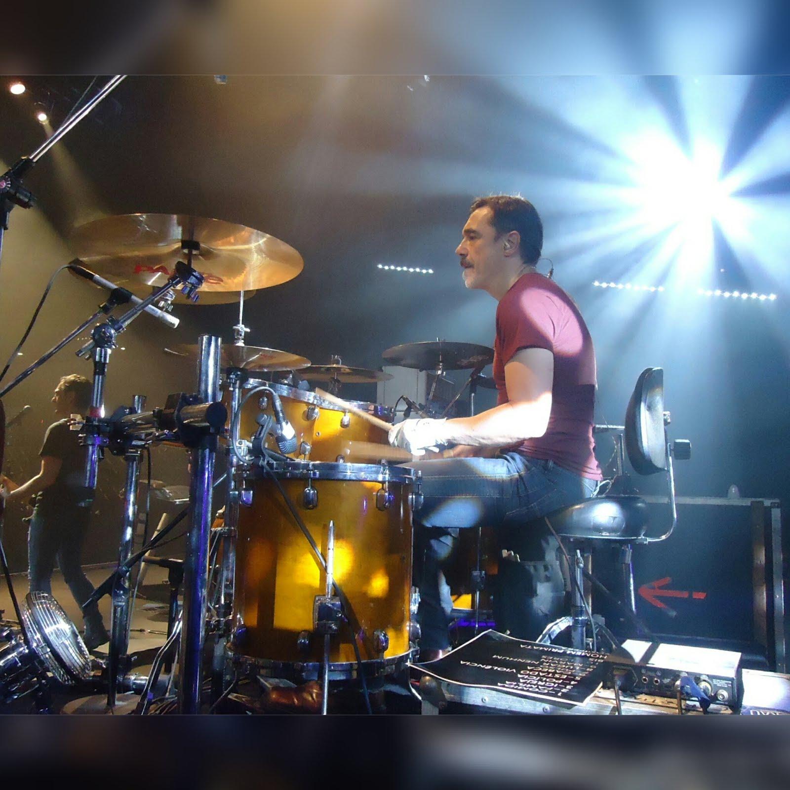 Charles Gavin (baterista) comenta a saída dos Titãs