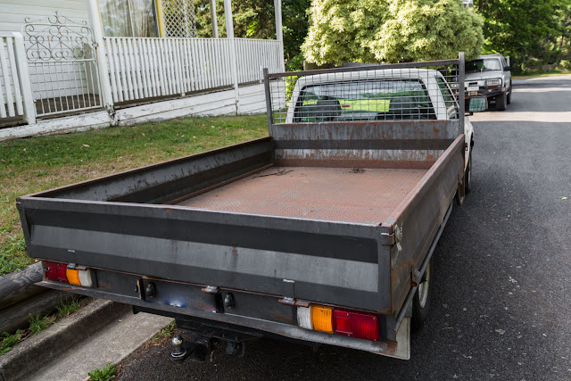 car with empty tray