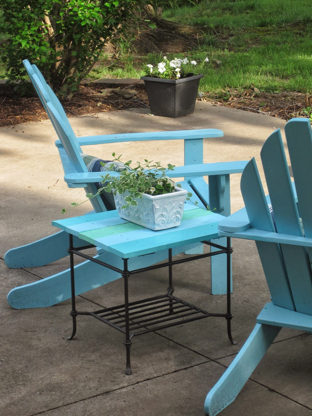 Decorated Chaos Patio Table Makeover Using DecoArt Outdoor Paint