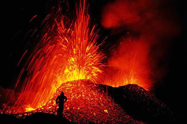 http://3.bp.blogspot.com/-BzoAC-OKuiA/TfFX9JIfQ8I/AAAAAAAAAKE/ANcx5q3ZWwg/s1600/volcanes_001.jpg